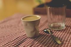 Il suo caff, prego... (italo svevo) Tags: black coffee caf nikon bokeh kaffee caff nero tazza sfocato schwarze lungo offenblende nikkor35mm118gdx