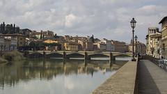 Firenze (Rene Stannarius) Tags: italien ponte firenze arno fluss grazie alle florenz toskana laternen lungarno spiegelungen uferstrasse