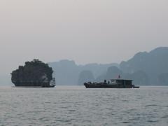DSCF3615 (twiga_swala) Tags: world cruise heritage nature rock landscape bay scenery long vietnamese gulf tourist unesco vietnam viet limestone karst halong nam attractions formations baie tonkin vịnh hạ