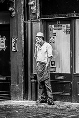Cook / 17:58, A short break (Mario Rasso) Tags: street urban blackandwhite london blancoynegro blackwhite nikon europa europe chinatown strasse cook streetphotography chef londres urbano nikond810 mariorasso