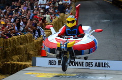 Goldorak (DJ Axis) Tags: road street red canada racetrack race hall team downtown  montral montreal cte du bull downhill beaver qubec transportation manmade vehicle 40 cart soapbox wacky centreville boite bote savon 2015 soapboxes quipes motorless bolides boiteasavon wackiest hurtled