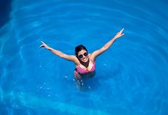 mariana agua 1 (mariaschivster) Tags: woman sunlight water pool swimming swim mujer agua pretty piscina bikini nadar guapa lentes bao alberca oscuros