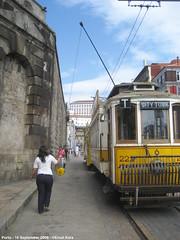 Turning the trolley-pole (ernstkers) Tags: portugal trolley tram porto stcp streetcar brill 222 bonde tranvia elctrico tramvia strasenbahn carristur stcp222