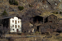 Andorra rural history: Canillo, Vall d'Orient, Andorra (lutzmeyer) Tags: pictures old winter building history architecture farmhouse rural photo arquitectura foto dorf village image photos farm images oldhouse fotos architektur invierno february febrero unten historia andorra antic bilder pyrenees februar iberia pirineos pirineus architectura febrer pyrenen historisch abadoned imatges hivern bedeckt bedeckterhimmel canoneos7d elvilar valldorient canillocity lutzmeyer lutzlutzmeyercom