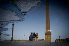 Prendre l'eau, peu  peu (Calinore) Tags: city woman paris france reflection water puddle eau reflet ville placedelaconcorde flaque obelisque troisgrasses troisgrces