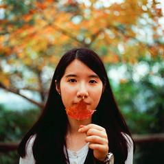 Smell (elgartheseven) Tags: portrait girl hongkong leaf maple mapleleaf