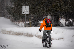Hard Core Rider (rakelgoiri) Tags: winter snow canada cold bike quebec nieve streetphotography biking invierno snowing froid frio monttremblant nevando candidphotography fattires bikerider nikond7000