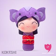 3913 (lycoisasecoisinhas) Tags: elephant happy felt lilac lucky beleza japo boneca kokeshi sorte elefante lilas lycoisasecoisinhas