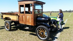 1923 Ford Model TT (Michel Curi) Tags: carlisleevents winterautofest winterfest carlisleauctions floridaautofest collectorcars swapmeet corral auction lakelandlinderairport sunnfun meguiars aviation airport lakeland polk florida fl visitflorida classic cars auto automobile coches vehículos vehicle automóvil carros car voiture transportation transport intage antique old vehículosclásicos carshow crusein w winter tomwopat dukesofhazzard generallee lukeduke ford modeltt wood truck camión lovefl similar