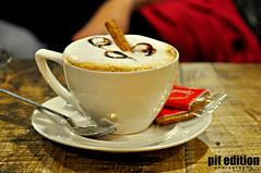 Taza de caf  cup of coffee (pit edition) Tags: friends hot amigos cup coffee caf photography photo milk nikon foto interior pit alimento pedro biscuits tamron taza 18200 cafetera caliente bebida pitedition