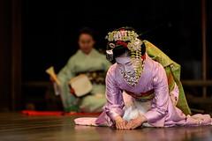 Kyoto-810064.jpg (Patosan) Tags: voyage travel japan kyoto asia dancing maiko kimono asie japon clothe higashiyama yasakajinja vetement toshiemi