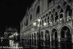 20110328_9409_Venetie-bw (Rob_Boon) Tags: venice cityscape zwartwit nacht italie venetie sanmarco cityarchitecture robboon silvefpro2