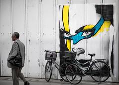 Tokyo (Laser Kola) Tags: streetart face bike bicycle japan graffiti tokyo streetphotography 100mm bicycles suit streetphoto staring 2008 jitensha passingby canoneos5d faceonwall laserkola