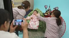 SAKIKO takes a photo in a portrait studio. (MIKI Yoshihito. (#mikiyoshihito)) Tags: daughter  sakiko      02