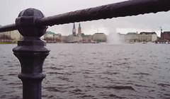 Schietwedder (Hoffnungsschimmer) Tags: water rain weather river drops wasser hamburg bad inner rathaus alster regen wetter jungfernstieg binnenalster binnen gelnder schlechtes schietwedder