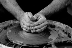 Alfarera (quinoal) Tags: hands manos barro artesana handcraft alfarero artesano alfarera arcilla 0935 jesuspedraja