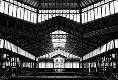 Barcelona Mercat del Born (MacPepper) Tags: barcelona windows roof blackandwhite bw white black building glass monochrome lines architecture contrast mono blackwhite spain construction europe industrial pattern fuji geometry steel interior structure symmetry rhythm repetitive x100