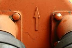 wer wird mit hinauf gehen wenn es nach Feuer riecht! (raumoberbayern) Tags: red abstract rot up hydrant munich mnchen minimal arrow firefighter feuerwehr robbbilder pfeil urbanfragments hinauf
