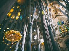 Paracaigudista (Gabriel M.A.) Tags: barcelona light colors spain natural basilica columns olympus gaud catalunya 24mm 12mm sagradafamilia zuiko f28 omd parachute 1240 em5 baslicadelasagradafamilia olympusmzuikopro1240mmf28