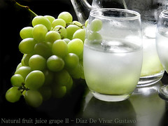 Natural fruit juice grape II - Diaz De Vivar Gustavo (Diaz De Vivar Gustavo) Tags: fruit de natural juice gustavo ii drinks una desayuno grape vaso diaz jugo trago jarra refresco merienda frutal vivar