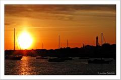 Puesta de sol (Lourdes S.C.) Tags: espaa costa contraluz atardecer andaluca barcos puestadesol ocaso siluetas elrompido provinciadehuelva costadehuelva