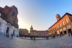 Bologna - Piazza Maggiore (Marco Franzoso) Tags: canon fisheye tokina 7d bologna piazza hdr torri sanpetronio 1120 samyang