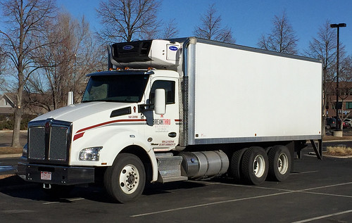 Kenworth T880 Breakthru Beverage box truck - a photo on