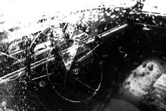 PARCELLE 16-000_019 (gyjishukke) Tags: noiretblanc pluie voiture 404 peugeot iphone4 provokecam