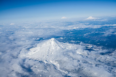 Northern Cascades: Mt Hood, Mt St Helens, Mt Adams, Mt Rainier (GeorgeOfTheGorge) Tags: oregon us washington december unitedstates fav20 aerial mthood mtadams fav30 mtrainier mtsthelens cascademountains mountainrange northerncascades deltaairlines fav10 fav40