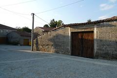 DESPOIS (ANO 2009): Empedrado da ra da lagoa de Antela en Sandis (Ourense). (Xav Feix) Tags: rural obras obradoiro ourense empedrado recuperacin emprego sandis arquitecturatradicionalgalega concellodesandis