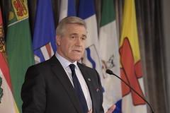 Premier/premier ministre Ball speaks to media/parle aux médias