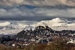 Stirling Castle and Stuc a'Chroin (ibriphotos) Tags: city winter snow sunshine skyline polarizer trossachs stirlingcastle benledi polariser stucachroin