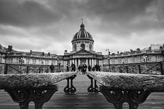 Paris (rainerneumann831) Tags: paris blackwhite linien unschrfe holzbank acadmiedesbeauxarts
