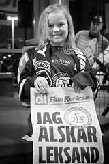Jag alskar Leksand (Michael Erhardsson) Tags: arena flicka lpsedel lif 2016 portrtt liten svartvitt leksand leksandsif tegera ishockeylag klubblag jaglskarleksand