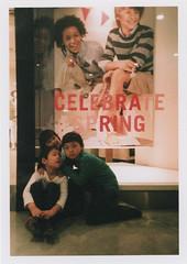 insta110 (sudoTakeshi) Tags: film station japan kids tokyo fuji ueno brothers gap natura half fujifilm filmcamera  0101    natura1600 halfcamera     goldenhalf  children35mm