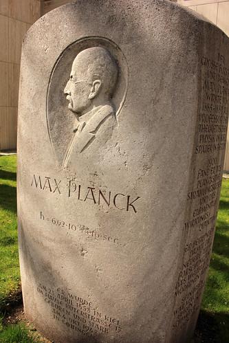 "Max-Planck-Denkmal (02) • <a style=""font-size:0.8em;"" href=""http://www.flickr.com/photos/69570948@N04/26536469976/"" target=""_blank"">Auf Flickr ansehen</a>"