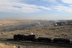 I_B_IMG_6184 (florian_grupp) Tags: china railroad train landscape asia mine desert muslim railway steam xinjiang mikado locomotive coal js steamlocomotive 282 opencastmine sandaoling