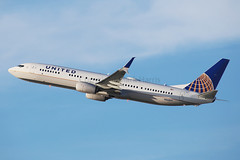 United Airlines Boeing 737-924/ER N66837 (Mark Harris photography) Tags: plane canon la aircraft aviation lax spotting