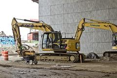 r_160428455_kos_a (Mitch Waxman) Tags: newyorkcity newyork construction scaffold greenpointbrooklyn newtowncreek laborers constructionequipment kosciuszkobridge nysdot dukbo