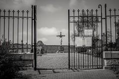 Gottesacker (svenschmidt1) Tags: blackandwhite friedhof jesus kreuz tor mystic schwarzweis