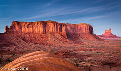 Sentinel Mesa at Twighlight, Monument Valley Navajo Tribal Park (IanLyons) Tags: travel sunset arizona usa sun twilight awesome scenic northamerica afterglow monumentvalleynavajotribalpark bigchief sentinelmesa oljatomonumentvalley