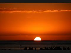 Waikiki Red Sunset.Photo taken at Dukes in Outrigger Reef Waikiki Beach Resort (giuseppe schipano) Tags: sunset waikiki waikikisunset dukeswaikiki canon600d waikikioutriggerbeachresort dukesoutrigger