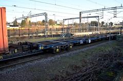92562 Northampton 140116 (Dan86401) Tags: 92562 rls92562 92 kfa freightliner fl intermodal modal container flat wagon freight rls standardwagon touax northampton wcml 4m88