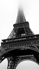 Black and White Eiffel Tower in the fog / Paris im winter / Eiffelturm im Nebel II