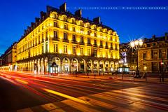 Htel du Louvre (Guillaume Chanson) Tags: longexposure paris france canon ledefrance louvre trail hteldulouvre bluehour fil poselongue heurebleue passagepiton canoneos5dmarkii