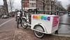 Amsterdam, Egelantiersgracht-Prinsengract, Gay Mens Chorus (Nik Morris (van Leiden)) Tags: gay holland netherlands amsterdam bike bicycle chorus nederland homosexual fietsen fiets egelantiersgracht