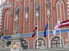 Front of the House of the Blackheads (Joop van Meer) Tags: riga blackheads 2016 townhallsquare