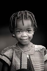 00 (Amedeo Cristino) Tags: africa afrika sorriso benin afrique capelli povert bambina bambino bnin treccine acconciatura atakora irotori amedeocristino wansokou