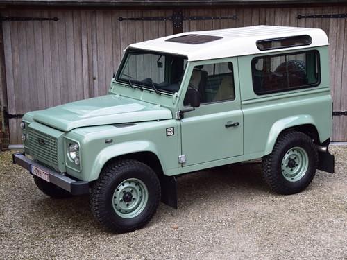 Land Rover Defender 90 Heritage (2015).