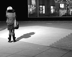 Standing in the Shadows of Love (Four Tops, 1966) (floressas.desesseintes) Tags: light shadow woman berlin night licht frau kontrast schatten contrasts charlottenburg nachtaufnahme schwarzweis streetfotografie bikiniberlin
